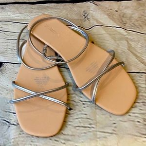 Divided Strappy sandals